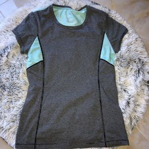 MPG activewear t-shirt size small